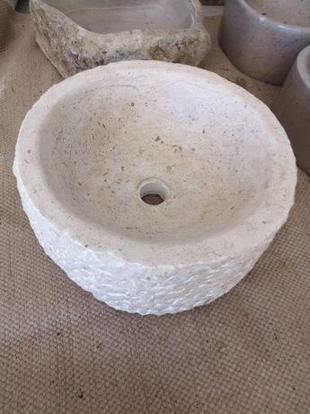 Vendo pias/ lavatorios / cinzeiros em pedra