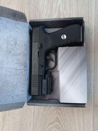 Игрушечный пистолет+лазерный прицел