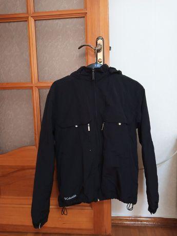 Продам курточку чорного кольору