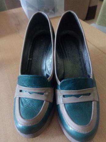Buty skórzane na platformie, koturnie