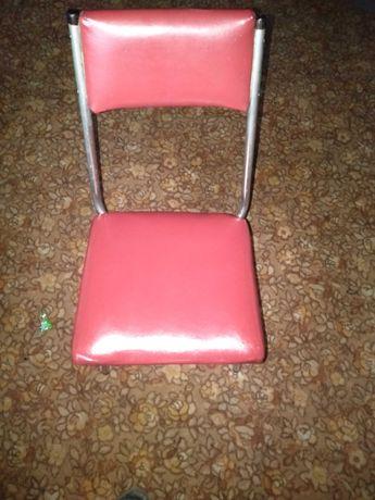 Krzesła kuchenne 4+1