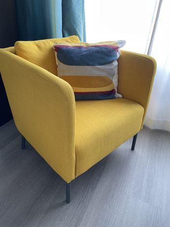 Poltrona EKERO Ikea amarela - oferta almofada