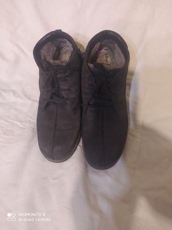 Продам ботинки замшевые бу.