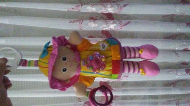 кукла подвеска на кроватку коляску погремушка шелестяшка фирма Lamaze