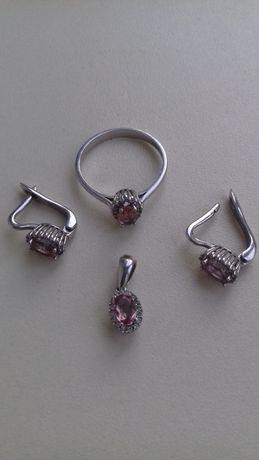 Шикарный набор -кольцо, серьги и подвеска