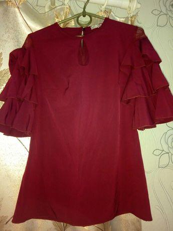 Блуза с воланами на рукавах