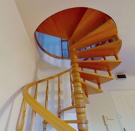 Kręcone schody drewniane
