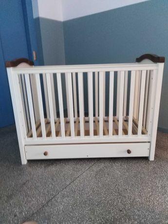 Łóżeczko drewniane niemowlęce z materacem