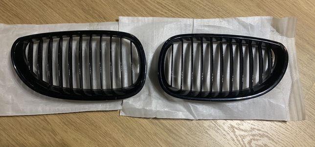 Bmw 5 e60 Решетки радиатора/ноздри  оригинал black черный глянец