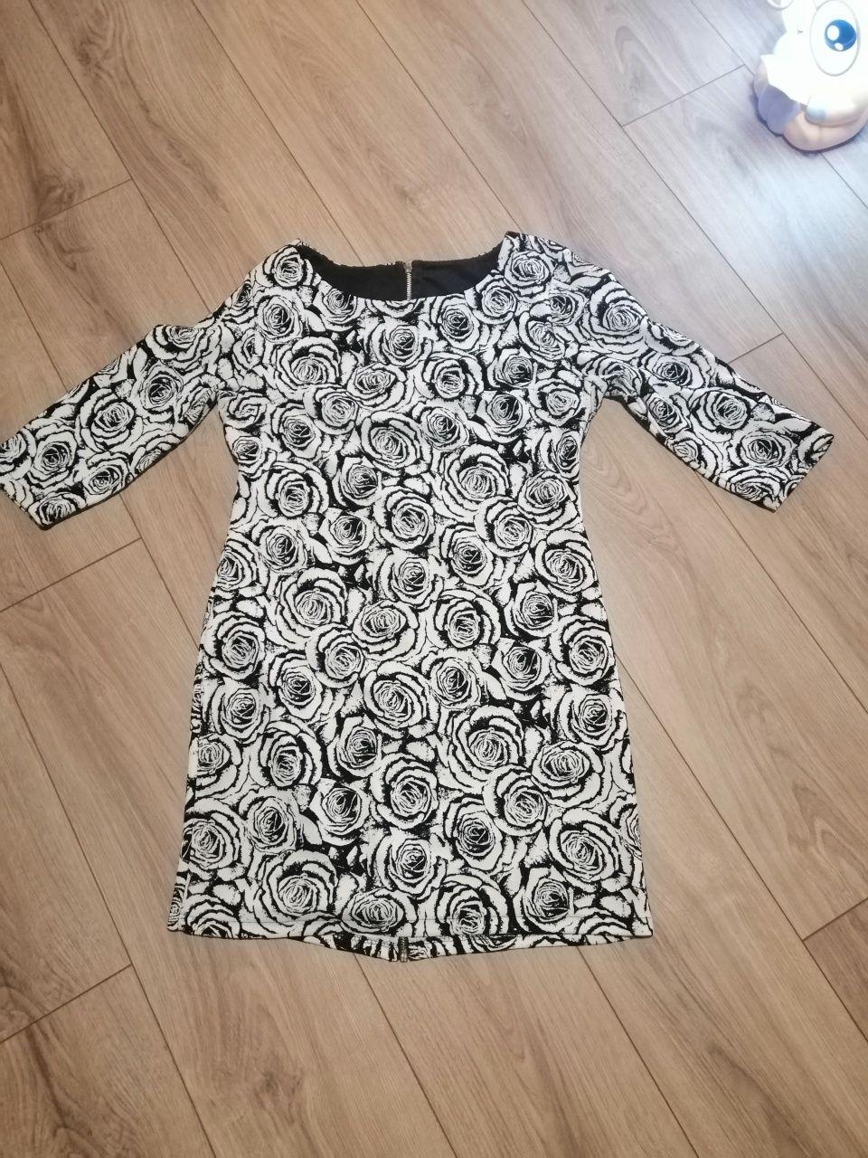 Sukienka biała z tłoczonymi różami