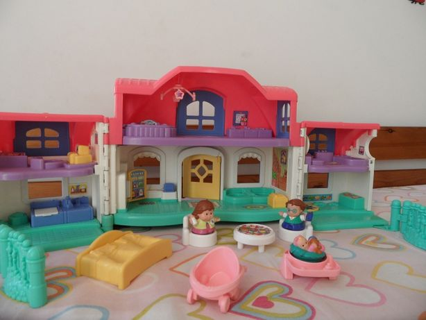 Casa Pinipon com acessórios e 7 sons diferentes (de objetos da casa)