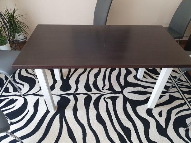 Solidny stół masywny