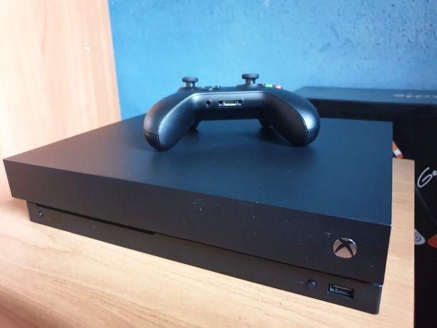 Konsola XBOX ONE X 1TB na gwarancji + 2 gry