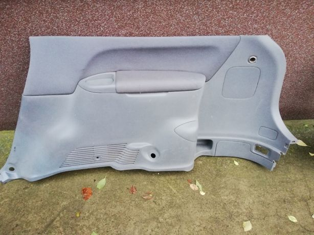 Toyota Avensis Verso - boczek bagażnik - wnętrze Prawy + Lewy