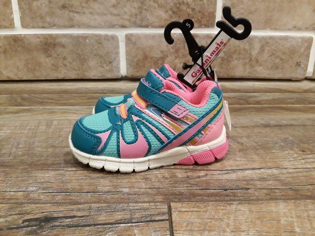 Яркие стильные кроссовки для девочки фирмы Garanimals
