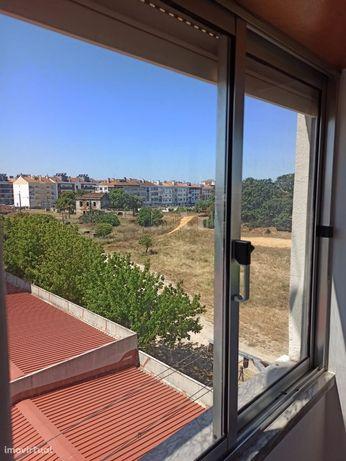 Apartamento T2 Seixal com vista desafogada