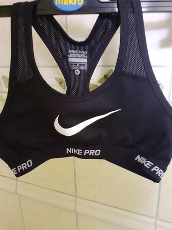 Top Nike pro. Dri-fit