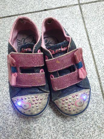 Tenis Skechers menina com luzes