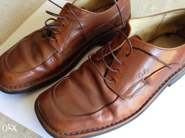 Sapatos classicos castanhos pele n. 42 usados em estado novo
