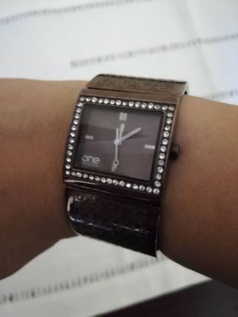 Relógio One com brilhantes
