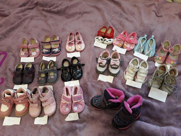 Взуття тапочки туфельки мешти черевички ботинки