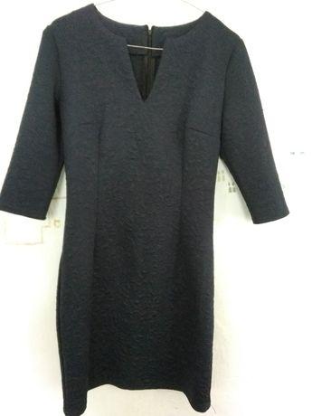 Чорне плаття з візерунками