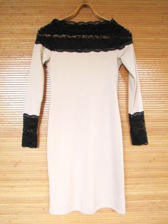 Эффектное нарядное трикотажное бежевое платье с кружевными вставками