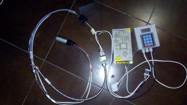 Дозатор жидкости с блоком питания и топливным электронасосом