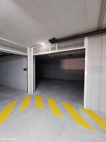 Box de garagem nova com 53,69 m2 no centro de Vila Nova de Gaia