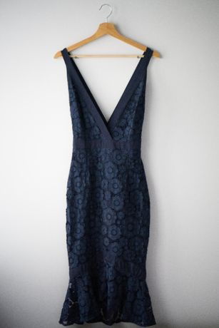 Granatowa koronkowa sukienka bodycon rybka