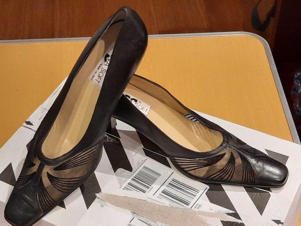 Włoskie klasyczne szpilki w kolorze czarnym firmy Donna Soft