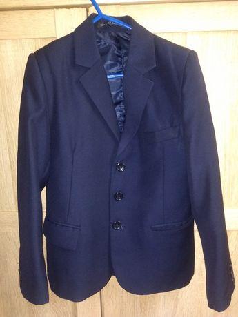 Школьный костюм тройка темно- синего цвета на мальчика от 6 до 10 лет