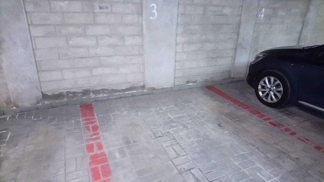 Sprzedam miejsca parkingowe