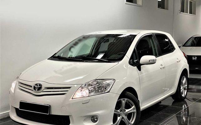 Toyota Auris 5-дверный 2.0 D-4D