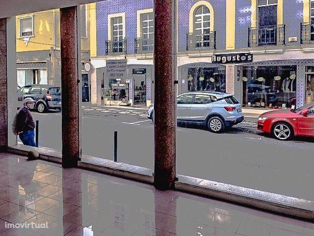 Loja, duas frentes, com licença de comércio e serviços, Centro, Aveiro