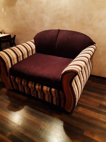 диван для гостинной или спальни