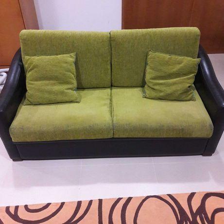 Sofá de 3 lugares com cama incorporada
