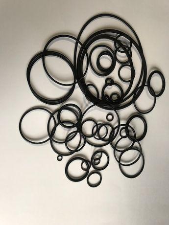Резиновые уплотнительние кольца.