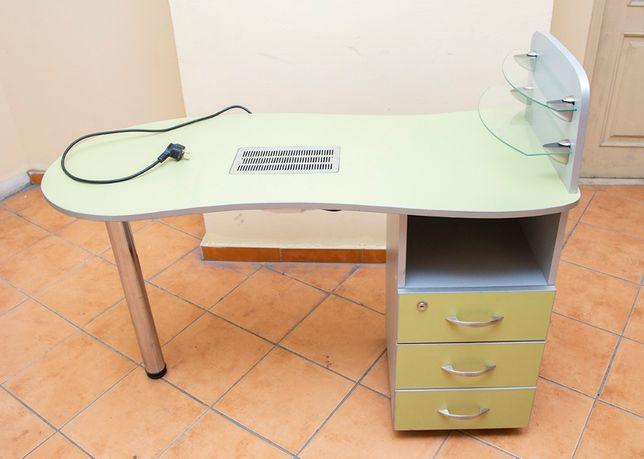 Маникюрный стол с вытяжкой. Италия