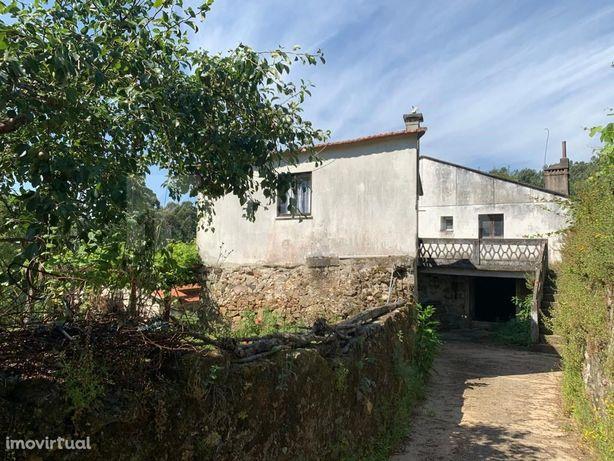 Quintinha com 3 casas e 1.743 m2 de terreno