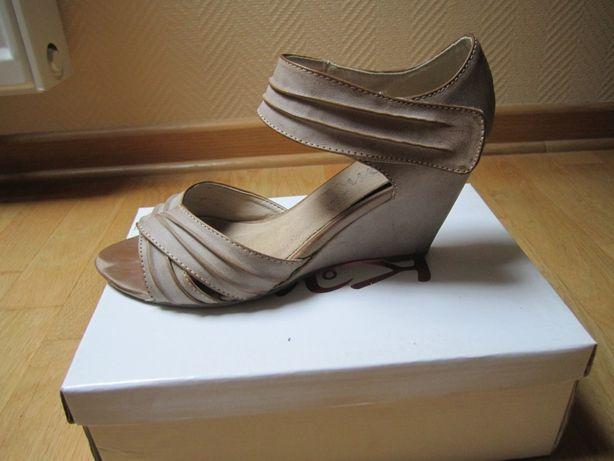 buty sandałki na koturnie rozm. 39