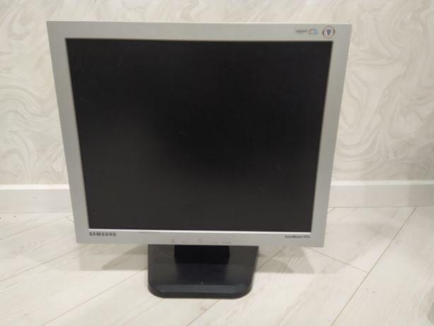 "Монитор Samsung SyncMaster 913V - LCD monitor - 19"""