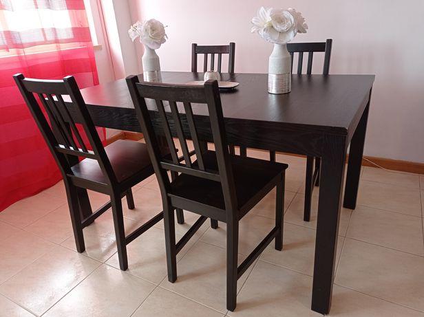 Vende-se mesa extensível e 4 cadeiras