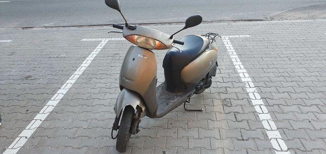 Скутер Honda tact