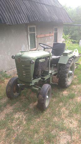Трактор пашет ,культивирует, сеет, пропалйвает