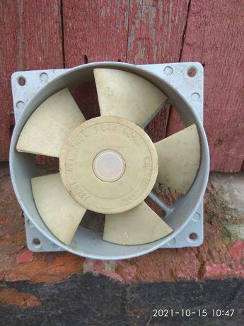 Вентилятор на 220 Вт.