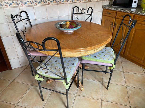 Mesa de cozinha madeira maciça.