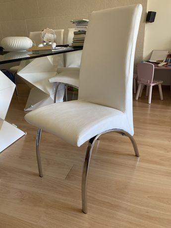 Cadeiras pele branca
