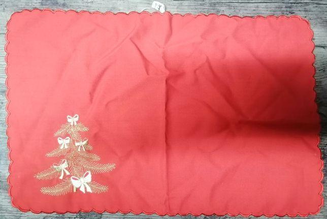 Várias toalhas bordadas vermelha, branca, rosa