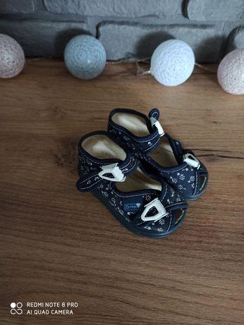 Sandalki dla dziewczynki 18